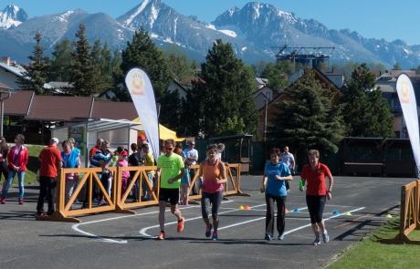 V Štrbe úspešne oslávili Deň detí a športu. Bežeckú štafetu odbehlo 315 bežcov i známi športovci.